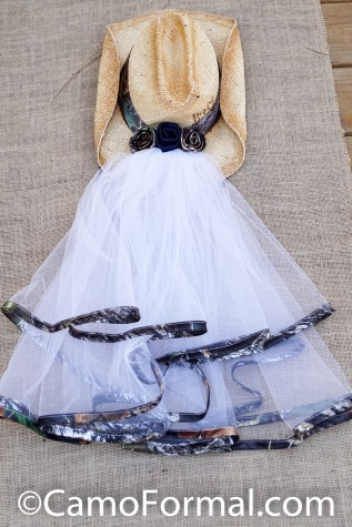 Shoulder Length Veil trimmed in APG with 3 Roses and Hat Band (hat not included)
