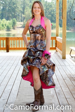 3057 Shown in Realtree APG and Fuchsia