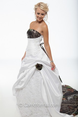 3138 Claire in Mossy Oak and White Satin