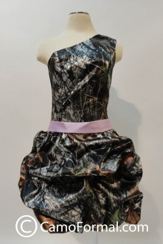 3979 Mossy Oak with optional Lavender Sash