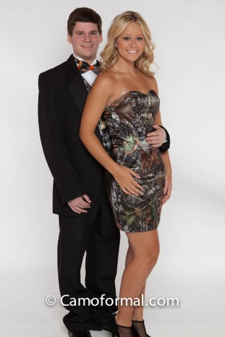 8076 Short Sweetheart Dress shown in Mossy Oak New Breakup