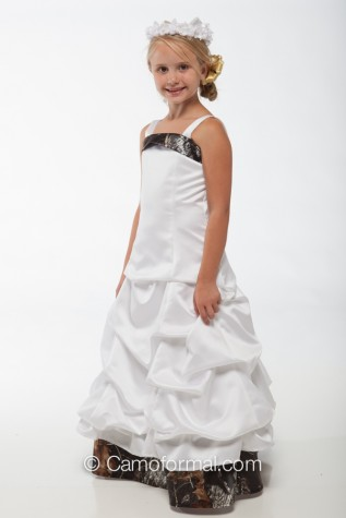 3135 Flower-girl dress in White Satin and Mossy Oak