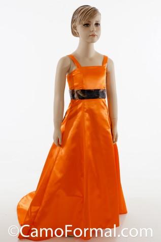 Front: 8897fg shown in Orange Shiny Satin with Mossy Oak 2x60 Sash