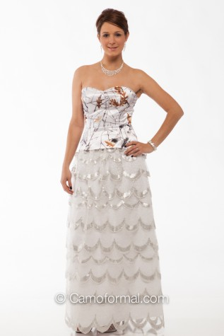 9059 top (could be changed) and White and Silver Scalloped Lace Skirt