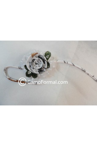 1 rose wrist corsage in White Snowfall