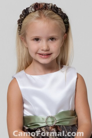 Mossy Oak New Breakup Gathered Headband can be worn by flowergirl or bride
