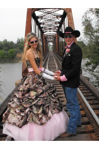 3066 Shown in Realtree APG with Puff Pink Bow and Bottom Trim