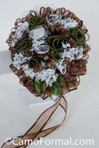 Shown in Realtree APSNOW and OLIVINO : Roses and Ribbon Bridal Bouquet