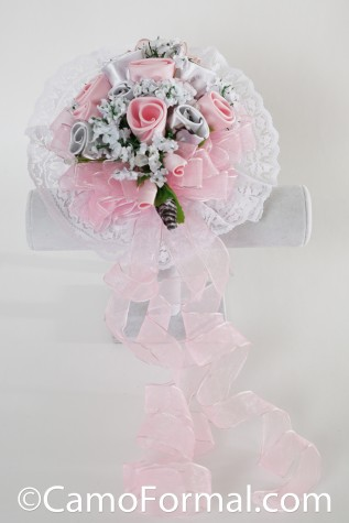 Use or Toss Bouquet - shown in Realtree AP SNOW and Puff Pink