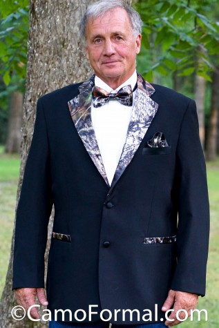 Camo Trimmed Tuxedo (shown in Mossy Oak trim)
