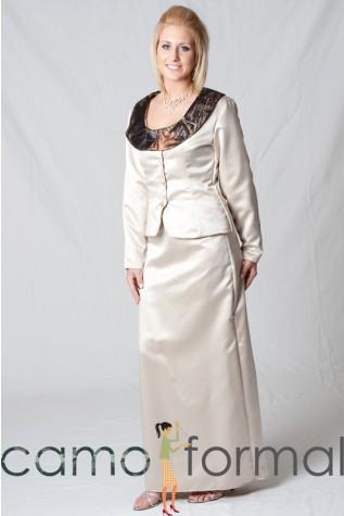 6044, 2 Piece Suit with Detachable Collar