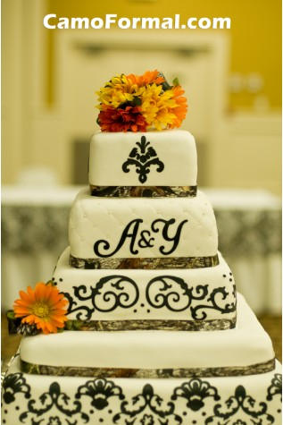 Mossy Oak Ribbon on Wedding Cake