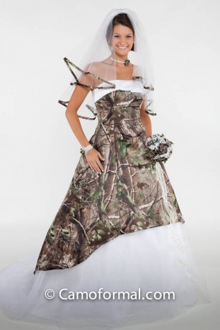 Realtree APG and White