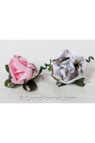 Camo and Crystals - boutonnier in Realtee AP SNOW and Realtree AP PINK