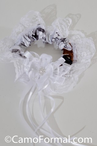 Garter, Peony, True Timber Snowfall with White Peony and Ribbon
