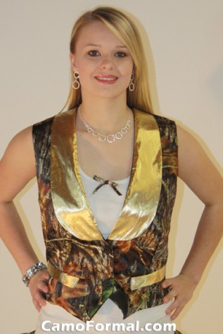 Women's vest with contrasting lapel
