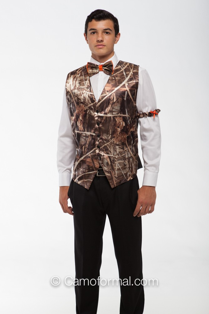 Camo tie is very important for men's attire in a camo wedding. Bow tie or camouflage necktie, which one will be your choice? Shop on Weddingdresstrend now%(1).