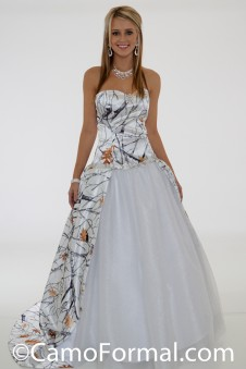 * 3655 RTGNWT  Camo wedding gown with train