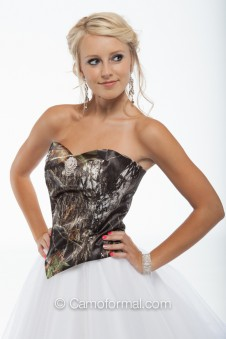 *9049 Sweetheart V Camo Top