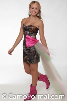 *HC 8076 Short Sweetheart  Side Sweep Bow with Tulle