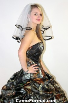 *Camo Trimmed Veil, Shoulder Length