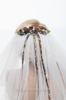 *Curly Edged Veil with Scattered Pearls and Camo Daises